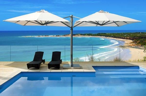 Cantilever-umbrella-by-the-sea