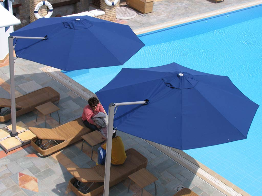 Rotating-cantilever-pool-umbrella