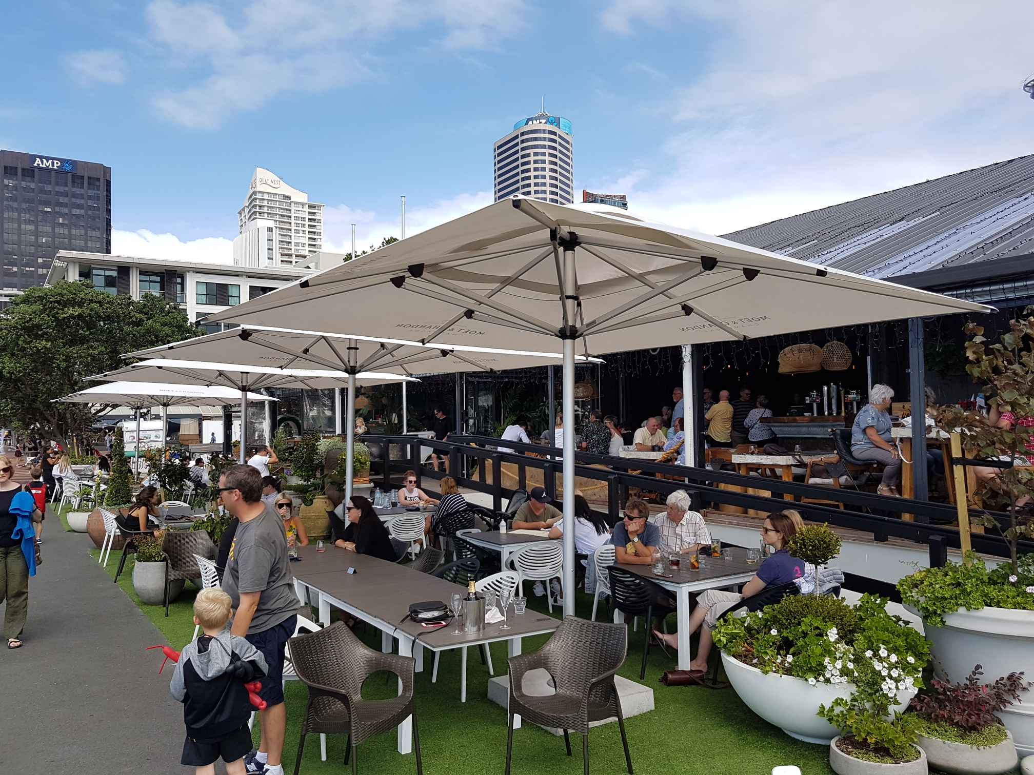 The Best Commercial Umbrellas for Bars and Restaurants